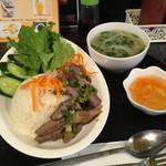 フォーおいしい - Eランチ:豚肉焼きとライス+日替りスープ(850円)