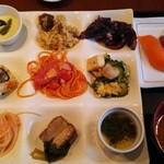 IRITIIDA ホテル ニラカナイ 西表島 - 夕食。たくさんの沖縄料理がありました