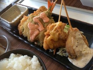 串揚げディップスカンナ - 串揚げ定食700円。