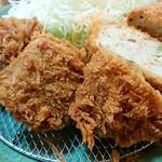 かつ義 - 「ひれかつと豆腐カツセットの定食」のひれかつ&おろし豆腐かつ