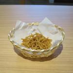 鎌倉長谷 栞庵 - お茶うけのそばチップス