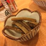 串酒房はっ鳥 - 料理写真:お通しのゴボウ超ウマイ!!