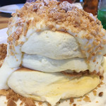 54541172 - マカダミアナッツクリームパンケーキ