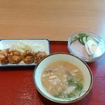 福山駅家食堂 - 左上→唐揚げ、右腕→フレッシュサラダ、手前→豚汁