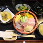 54547055 - 近海地魚ちらし(竹) 税込¥1100
