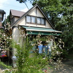 平泉寺のソフトクリーム屋さん - 植物豊かな庭園スペースにお店があります