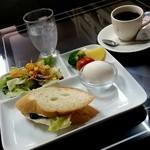 朝日 - 「早朝喫茶モーニングサ-ビス」、これでなんと300円♪
