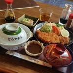 とらや食堂 - かなりボリューミーな「味噌カツ定食 (950円)」♪