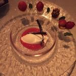 54549862 - 塩のジェラート苺のソース