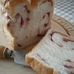 チットチャットサーカス - ジャムが入った食パン