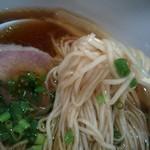 中華そば 安成 - 麺。今まであまり出会ったことが無いタイプ。