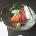 54556245 - マグロ、鯛、海老、サーモンの刺身