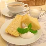 カフェ ゆとりの空間 - 栗原さんちの晩ごはん  セットのデザート(シフォンケーキとすだちのシャーベット)とコーヒー