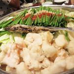 もつ鍋 極味や - 博多あご黒もつ鍋 〆付 1,150円(1人前×2)です。 『あご』というのは、飛魚(とびうお)を出汁用に焼いたものです。