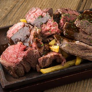 自慢の絶品肉料理!