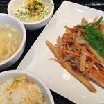 紅虎餃子房 - 日替わりランチ 豚肉とジャガイモの炒め物