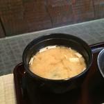 串ひら - わかめの味噌汁
