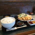 串ひら - 以前、駅前店の方で串かつ定食をいただいたことがあるので、今回はとんかつ定食にしました