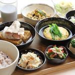 iro-hana かふぇ食堂 - ボリューム満点iro-hanaの夜ご飯
