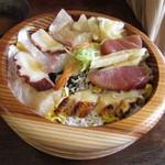 kaisenwashokutonihonshumosse - ちらし寿司:明石の海鮮ちらしと明石名物 鯛とタコのハーフ&ハーフ