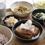 iro-hana かふぇ食堂 - 栄養のバランスを考えた定食