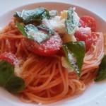 54574781 - モッツァレラチーズとトマト&バジルパスタ