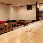iro-hana かふぇ食堂 - カウンター席でお一人での食事も・・