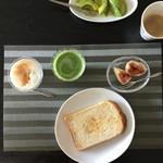 リボリ - 買って帰った玄米パンを焼いて朝食です〜