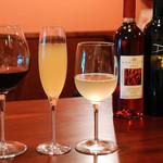 イタリアのごはんとワイン チルコロ - グラスワイン常時10種類以上