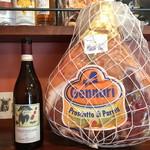 イタリアのごはんとワイン チルコロ - イタリア産生ハムは切りたてをご提供
