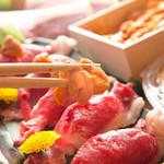 どまん中 - 北海道産牛サーロインと生雲丹の炙り鮨