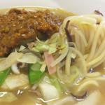 博多ちゃんぽんえいと - 麺は、パスタみたいにつるっつるな食感でした。