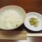 博多ちゃんぽんえいと - スープもカレーも白ご飯にすごく合いそうだったので、 通常より小盛りのご飯(ランチタイムのみ無料サービス)を頂いて、最後まで楽しみました。