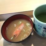 神田江戸ッ子寿司 - ボタン海老の頭入り。お替わりOK!