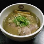豚らーめん 獣道 - 料理写真:看板メニュー「豚らーめん」700円