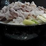 54581741 - 豚肉うどん特盛関西風¥1,450 ホリゾンタルアングル