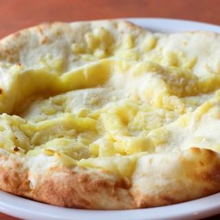 モチモチのチーズナン