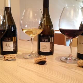 ワインは、季節や食材に合わせて店主が1本1本選びます。
