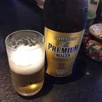 万世牧場 - まずはビール。瓶はプレミアムモルツ