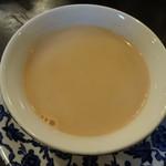 トリントン ティールーム - 3杯目 濃いミルクティーは実に美味い
