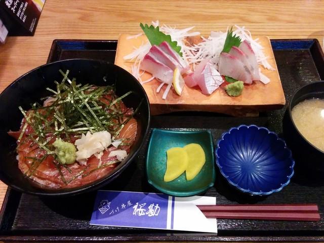 づけ丼屋 桜勘 , カンパチ刺身定食500円+づけ丼サービス定食