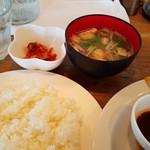 レストラン西厨房 - ご飯と味噌汁です。