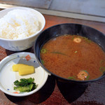 よしはら鉄板焼レストラン - セットのご飯と味噌汁と漬物