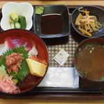 漁師のどんぶり屋 - 料理写真:海鮮丼 \1,100-