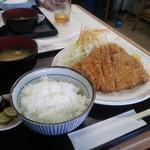 とんかつ専門店カツヨシ - ランチ ロースカツ定食\800