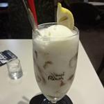 喫茶室ルノアール - はちみつジュレ&ヨーグルトドリンクフロート:750円