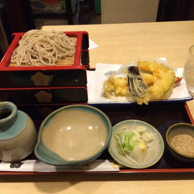 名物重そば 河邉庵 西口店 - 冷たいお蕎麦の重天ぷらを食した。 重天ぷらは税込1030円。 旨し。