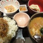 にんじんや - ご飯、味噌汁など。