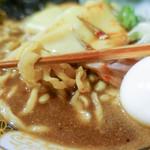 すごい煮干ラーメン凪 - 麺は2種類浮かんでます。ごん太とちぢれ