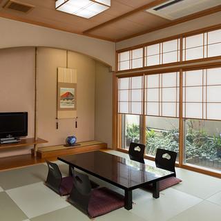 お座敷、イス席和室、どちらにも対応致します。